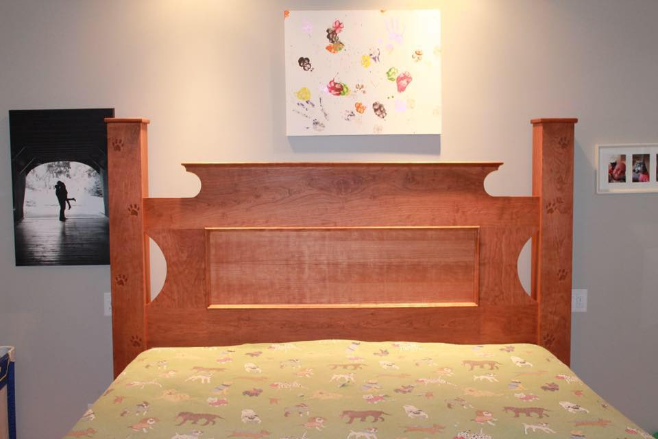 Paw prints carved into the custom bed/Facebook